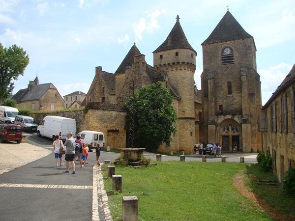 saint_genies-vacance-camping-kerk-en-kasteel_600x450