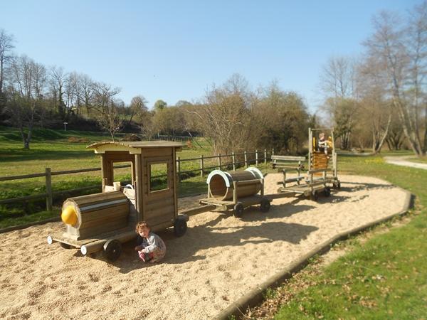 saint_genies-vacance-camping-picknicken-bij-de-speeltuin_600x450