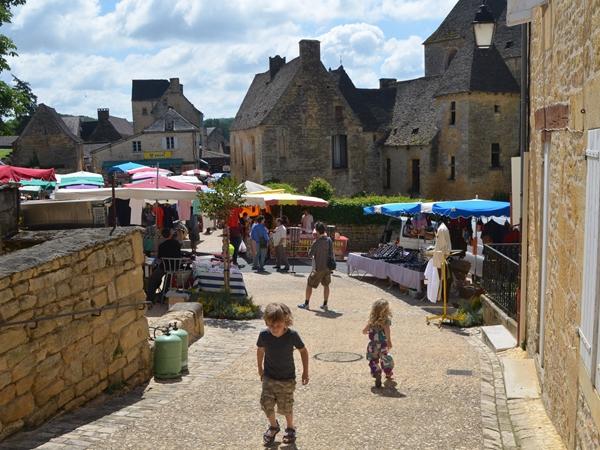 saint_genies-vacance-camping-zondagmarkt_600x450