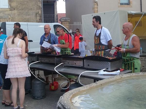 salignac-vacance-camping-grillade-op-eetmarkt_600x450
