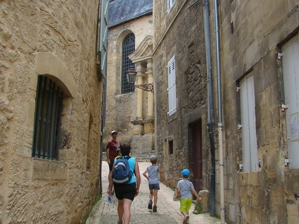 sarlat-vacance-camping-smalle-straatjes_600x450