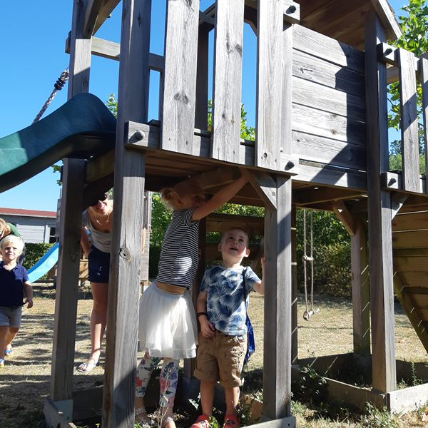 Aire de jeux camping Place de la Famille