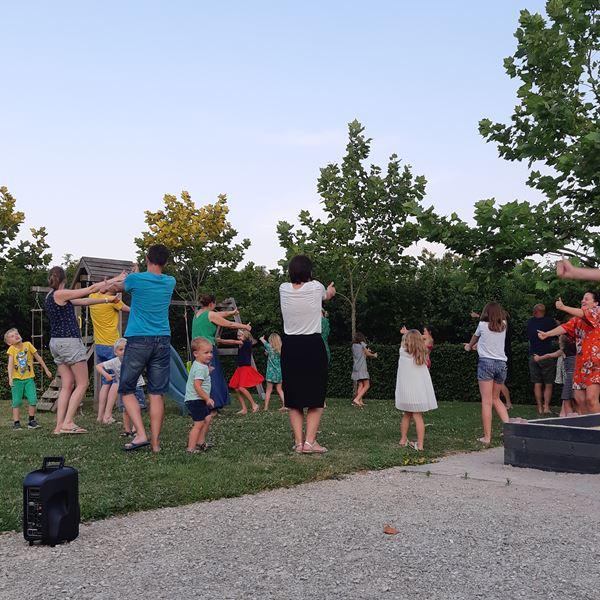 Danser camping Place de la Famille